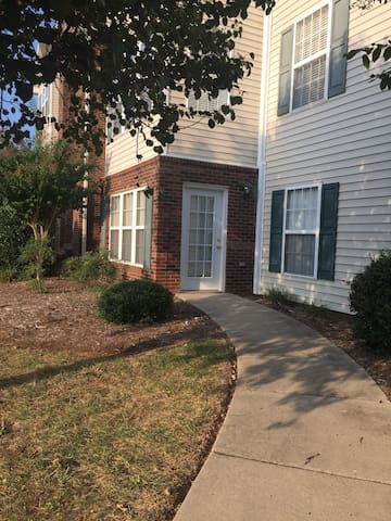 High Point/Greensboro - 2 bed 2 bath clean condo