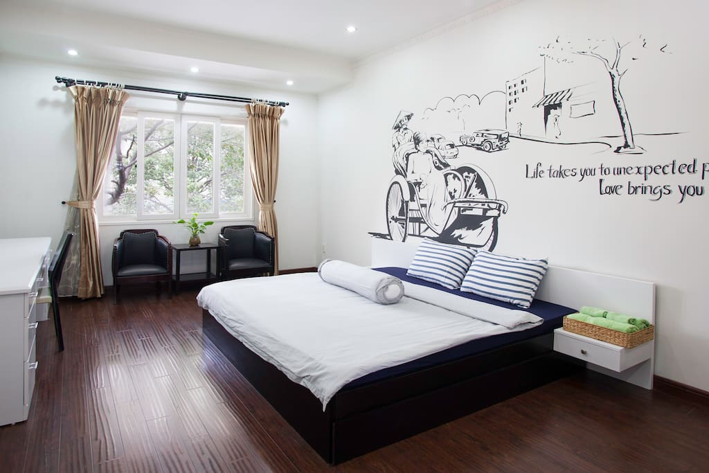Unique feature #2: Would you like to wake up to the songs of the lovely sparrows and sunlight dancing through the leaves? Well, all our rooms offer you such experience which  is seldom found in any townhouses or other high rise apt in central.