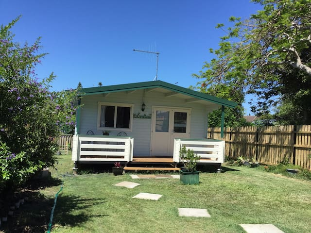 Beach Haven a lovely timber cabin - Tugun - Chalet