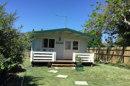 Beach Haven a lovely timber cabin - Tugun - Cottage