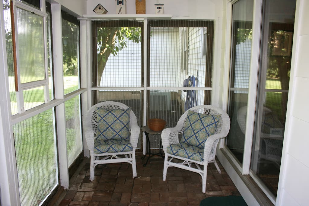 Sunroom with wicker seating