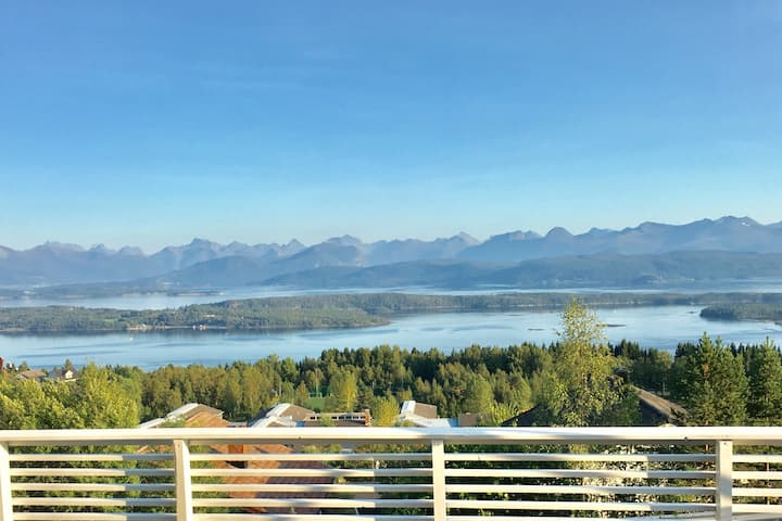 Big familyhouse in Molde with fantastic sea view