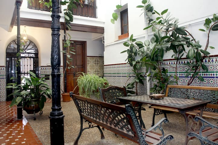 Suite in Old Town Courtyard House! - Córdoba - House