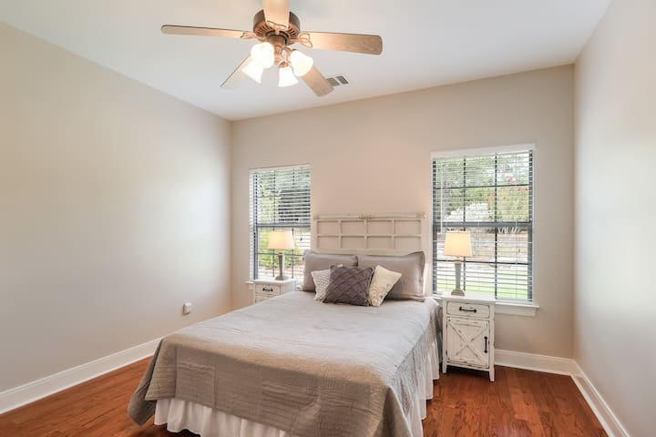 2nd Bedroom with Queen-size Bed with view of back yard