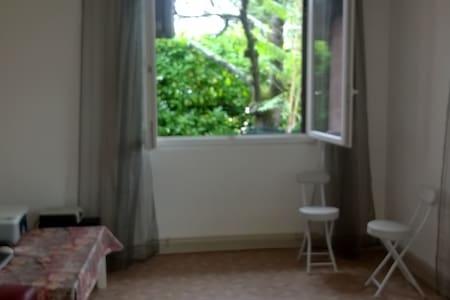 appart mitoyen dans maison entrée indépendante - Saint-Priest