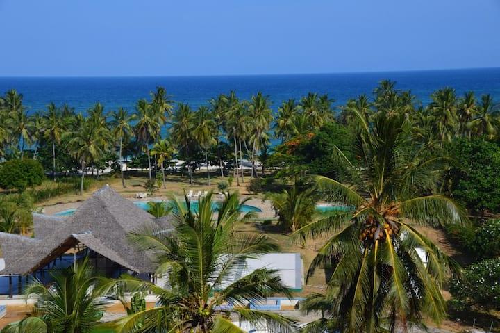 Golden Sand Resort, 2 Bedroom Beachfront Apartment