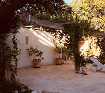 Havre de paix dans maison provençale avec piscine