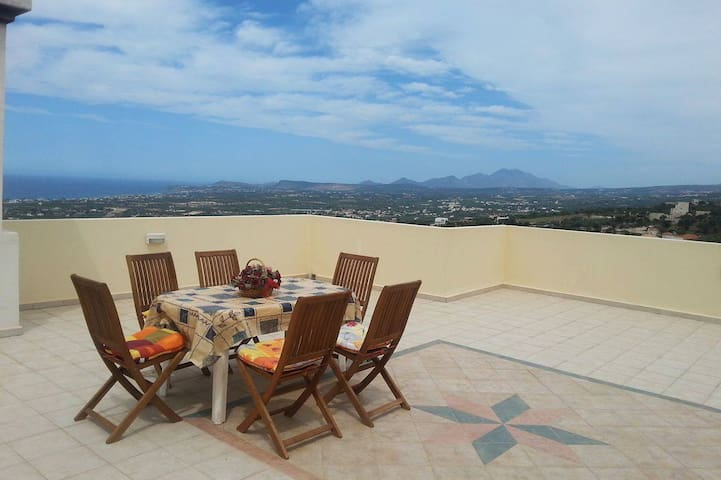 Lovely house with magnificent view, close to beach - Maroulas - Apartment
