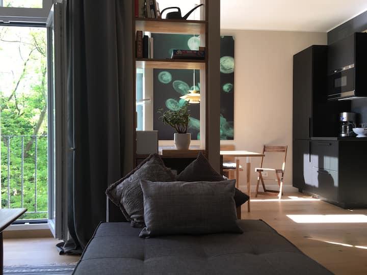 Gorgeous LEGAL Apartment for 6! 3BR / 2Bath.