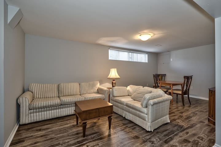 Newly Renovated 2-Bedroom Basement Apartment - Oakville - Appartement