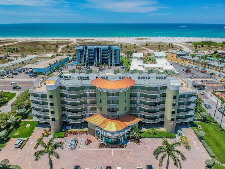 GREAT DEAL! 2BR/2BA APT, POOL, STEPS TO THE BEACH