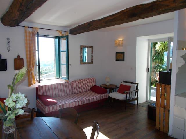 Capelanio gite in tranquil village - Rabouillet - Hus