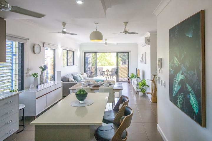 ZEN QUARTERS - 2BED/2BATH Near Markets & Foreshore