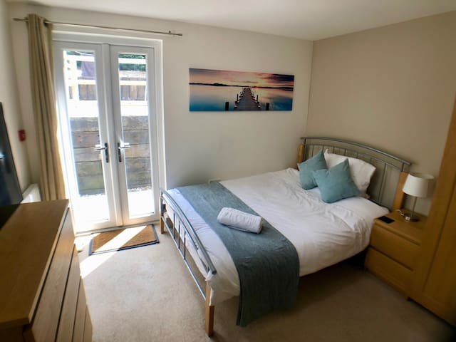 Stunning Refurbished Room - Private Patio!