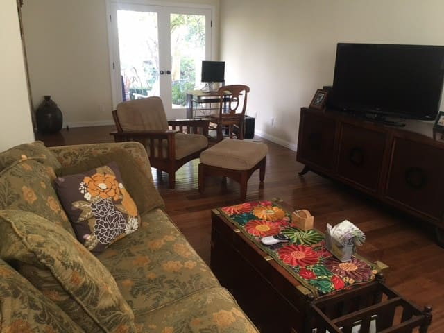 Clean, neat, quiet home - Thousand Oaks