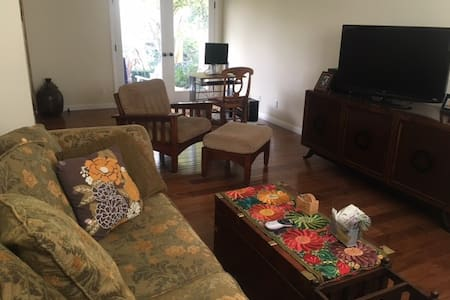 Clean, neat, quiet home - Thousand Oaks - Rumah