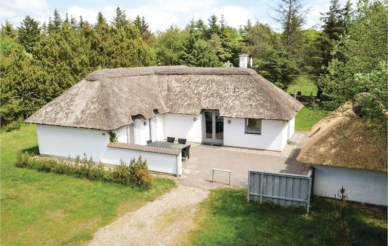 Holiday cottage with 4 bedrooms on 112m² in Vejers Strand