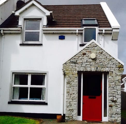 Cosy 2 bedroom end of terrace house - Culdaff - Huis