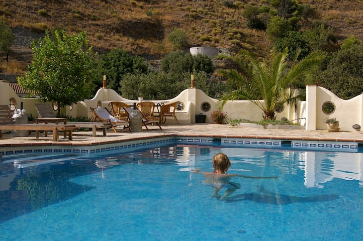 Lovely room with swimming pool and lovely views - Almuñécar - Bed & Breakfast
