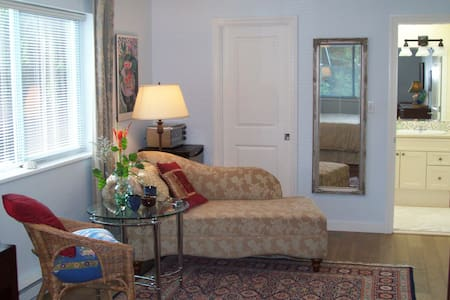 Spacious, bright, bedroom retreat - Courtenay