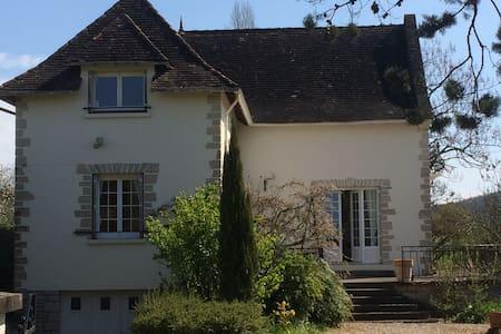 Villa entièrement rénovée au calme - Cazoulès - บ้าน