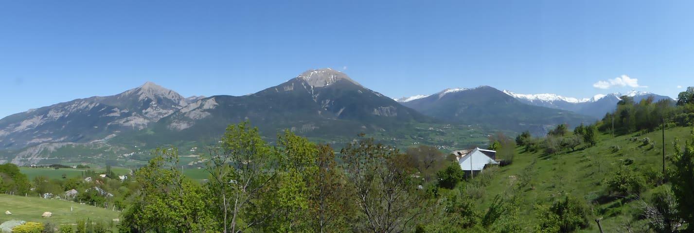 Appart agréable près d'Embrun - Châteauroux les Alpes - Apartamento