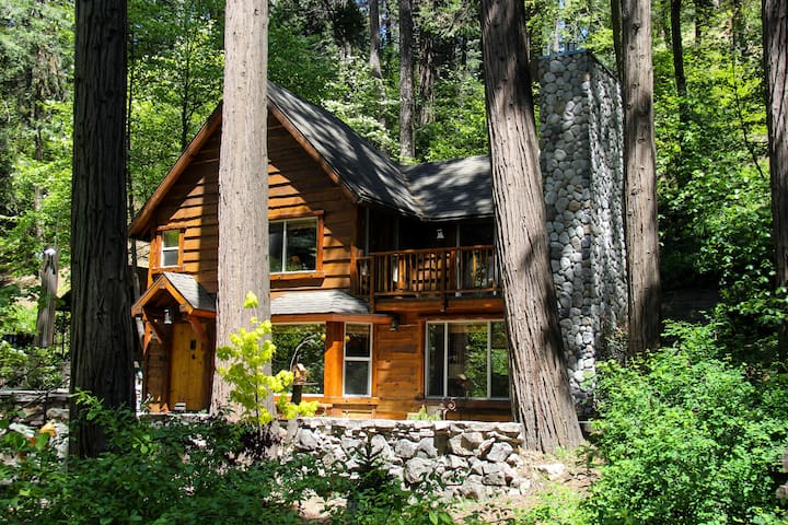 "BURNT MILL CANYON COTTAGE, ROMANTIC, ""JUST FOR 2"" - Lake Arrowhead - Houten huisje"