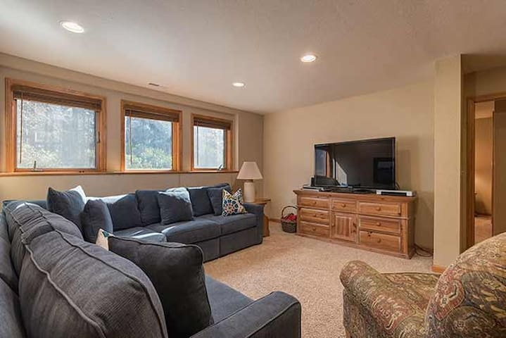 Lakeview- Fireplace- walk to beaches- Spacious - Tahoe City - Ev