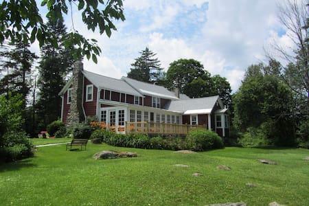 Classic Vermont mountain home - Casa
