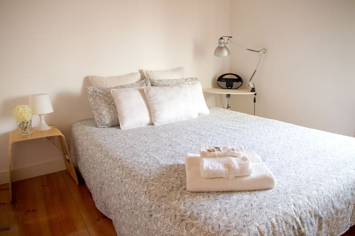 Lovely suite in downtown apartment - Lizbona - Apartament