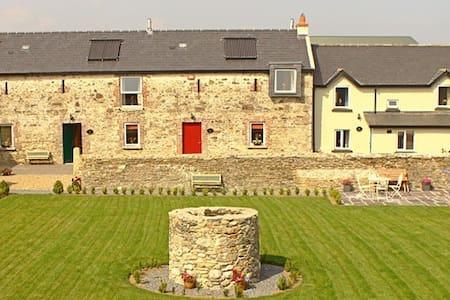 Courtyard House - Rosegarland Estate - Wellingtonbridge