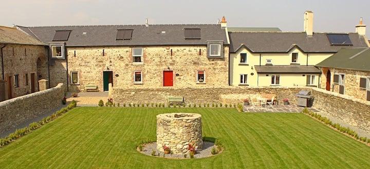 Courtyard House - Rosegarland Estate