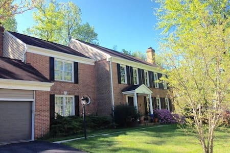 SAFE LOCATION, wifi, parking, washer and dryer - Falls Church - 獨棟