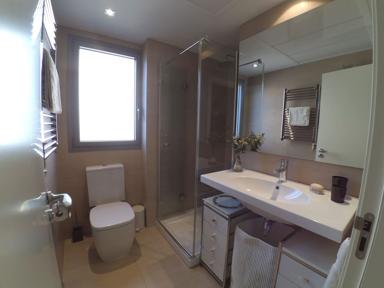 Private modern guest bathroom