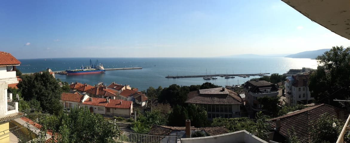 Double room with panoramic sea view - Balchik - Huis