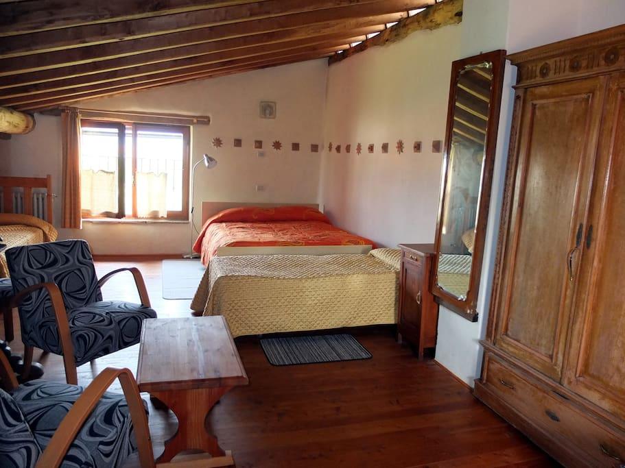 Camera spaziosa, calda e accogliente