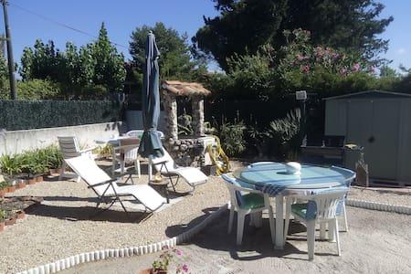 Location studio vacances - Le Muy