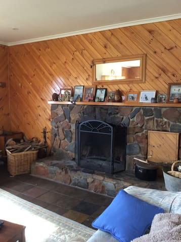 Comfortable home close to ski fields & Snowy River - Dalgety