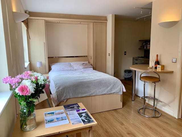 Birmingham city centre private flat for 2 people