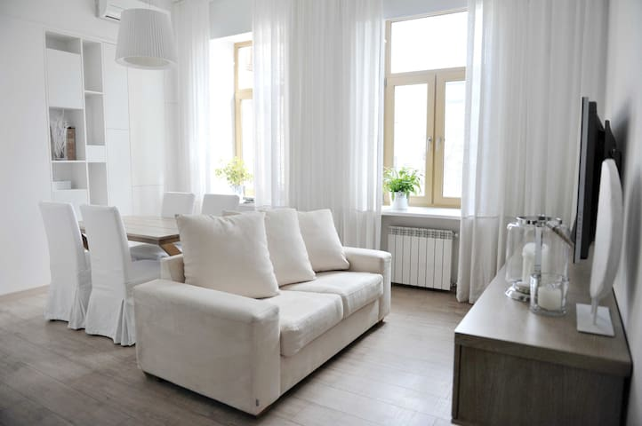 Designer flat in L'va Tolstoho Square - Kiev - Appartement
