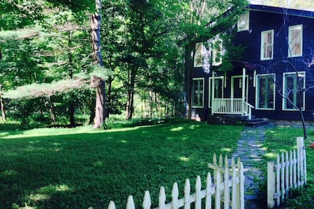 Delightful 3BR Waterfront Farmhouse - House