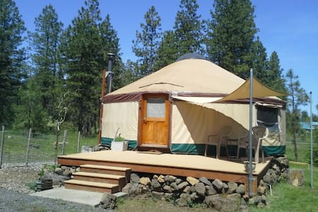 Cozy yurt in a country setting - Trout Lake