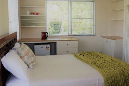 Charming and cheerful in the best part of Mosman!