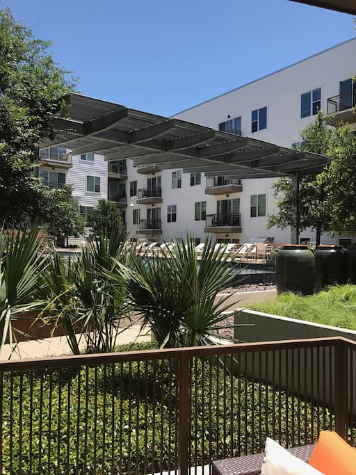 Nice And Comfy 1 Bedroom W Balcony And Pool View Apartments For Rent In Austin Texas United
