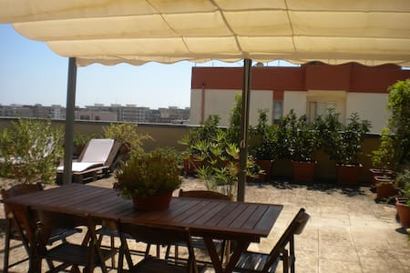 CUTE COZY PENTHOUSE WITH HUGE BEAUTIFUL TERRACE. - Lecce - Apartmen