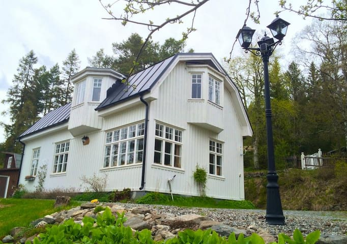 Old charm and mountain views, by the ski slopes - Östersund, Frösön - Rumah