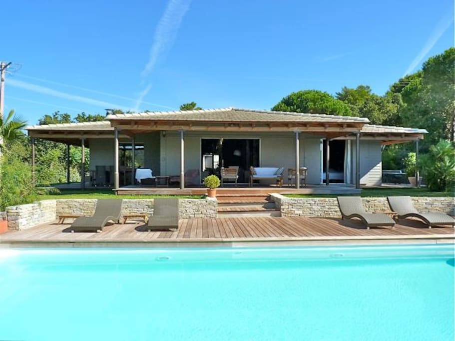 Villa 6 personnes piscine jacuzzi st tropez villas for Location villa cote d azur piscine
