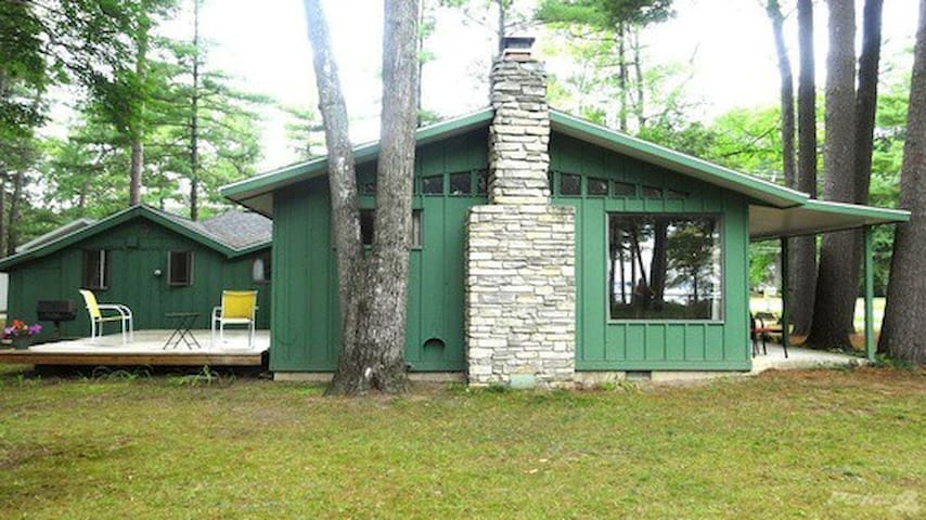 Cozy Bed & Bath w/Private Entry in Cabin by Bay