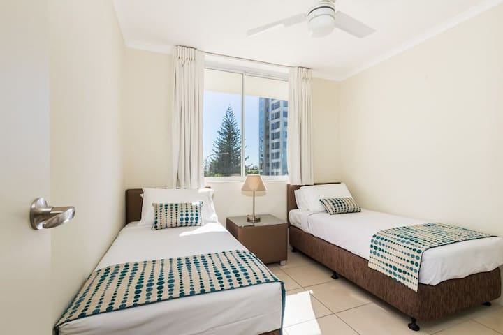 2 Bedroom Premium Apartment - Surfers Paradise - Apartment