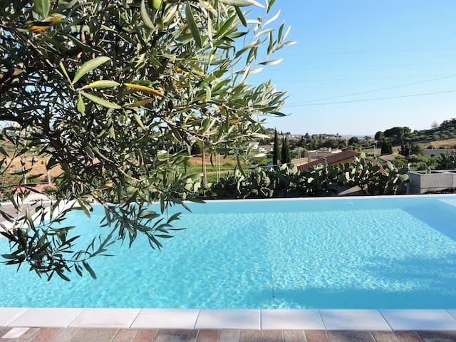 Casa con piscina, wi-fi e giardino vicino Trapani
